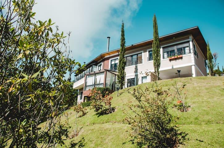 Maravilhosa Casa no Alto do Capivari !