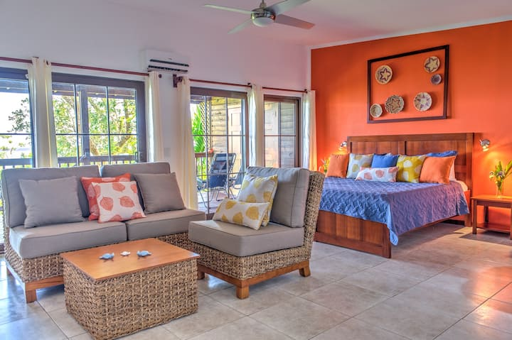 King Size Room with Ocean View, Roatan