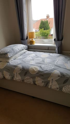 Single room in a friendly House for 1 person only