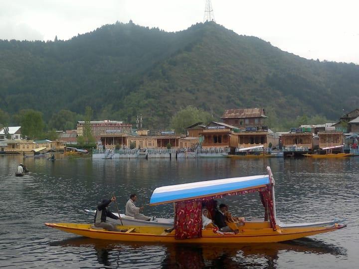 Nazneen Houseboats