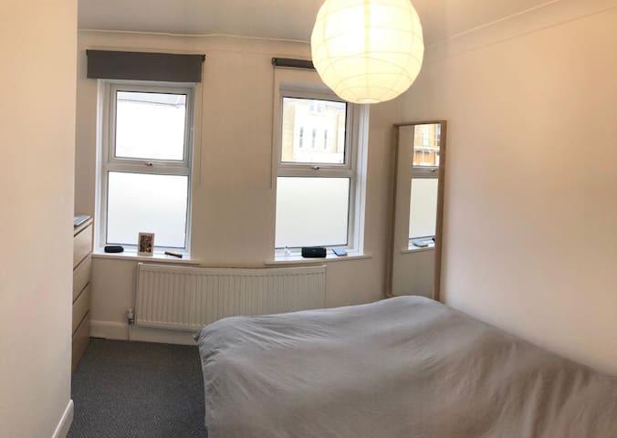Small Double Bedroom in Stoke Newington