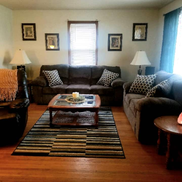 Cozy ranch home  just mins from Niagara Falls