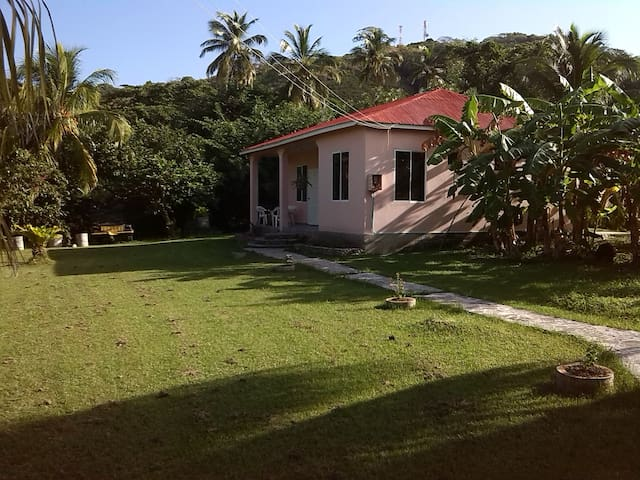 Bertons Place auf Providencia  - Section Camp - House