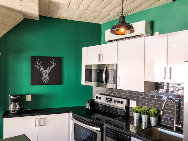-SANITIZED- Hollywood Industrial Loft with Rooftop
