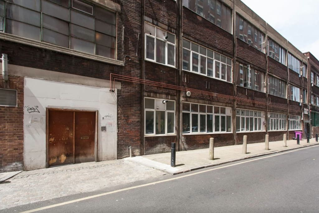 My apartment is on the top floor of this former textile factory (photo does not show the main entrance on Bethnal Green Rd)