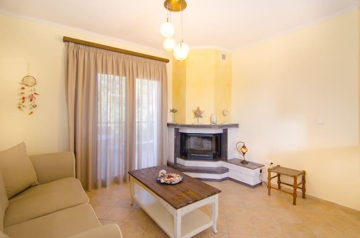 Beautiful and cosy apartment - Nikiti - Departamento