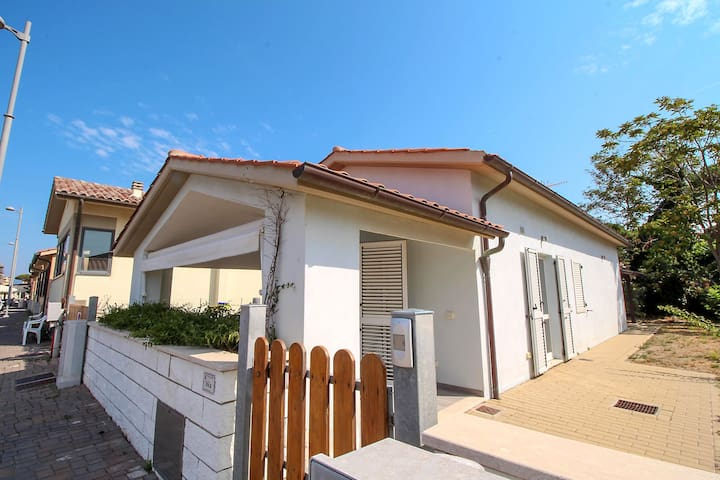 Beach Cottage - 50 meters from the beach