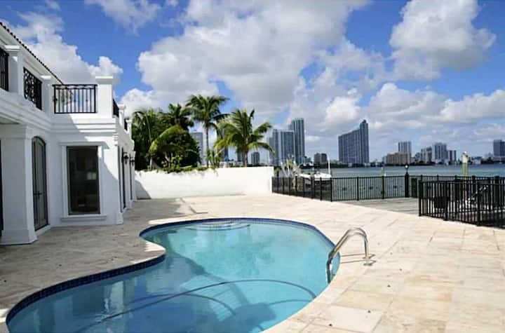 Elegant 4Br Waterfront Villa