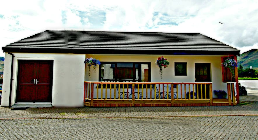 A Double Room (Rm 2) at Clachan B&B - Dornie