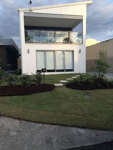 New Apartment Self Contained - Palm Beach - Lejlighed