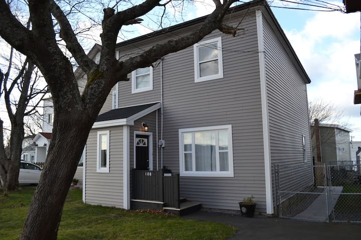 Newly renovated, 3BR in city centre - St. John's - House