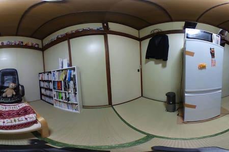 歴史ある学生街で早大生の生活を体験 - Shinjuku - Bed & Breakfast