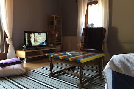 Ehemaliges Gesindehaus - House