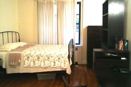 Large 2nd floor studio with sep full kitchen & full bath. Quiet & sunny, elevator building, basement laundry, fully furnished (w/ queen bed) w/ A/C! A block from 168th St Express Subway (A/C/1) - 20min to midtown, 40 min to downtown!!