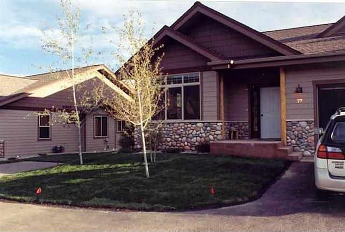 Very Cozy town home in Big Sky Mead - Big Sky - Huis