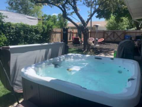 A Cozy Space With Shared Hot Tub (females only)