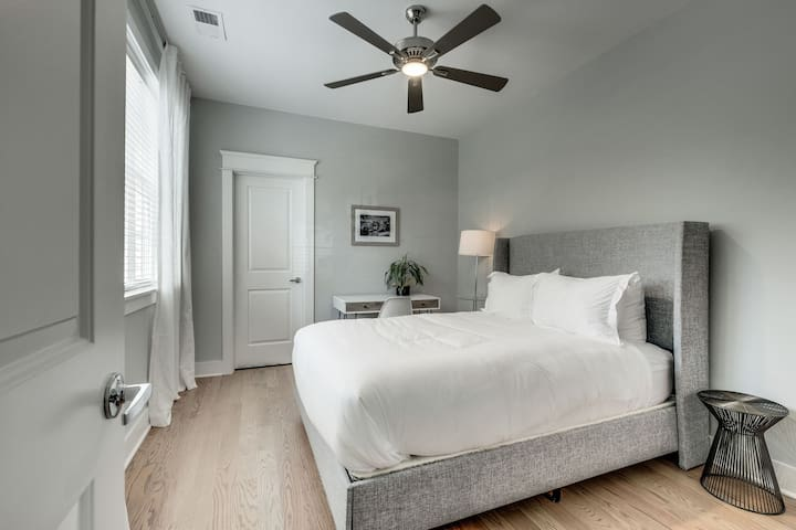 Private Room/Bathroom in Townhouse 5 mins to DT