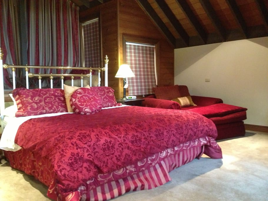 Master bedroom with king bed, day bed, ensuite, tv