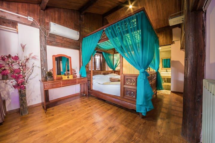 古城内,最美古典龙床房,在二楼有空调