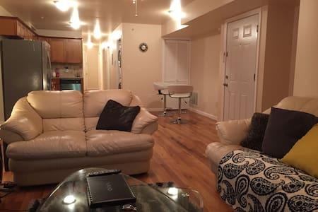 Charming Home (3bd/2ba)(6-8ppl)(20mins to NYC) - Σπίτι