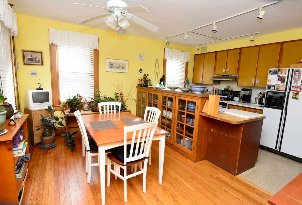 Comfortable kitchen, with cooking privleges
