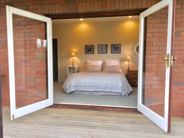 King Bedroom - Lovely, Warm and Welcoming