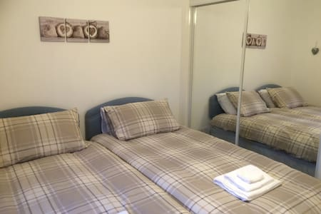 Near Edinburgh, 2 bedroom apartment - Livingston