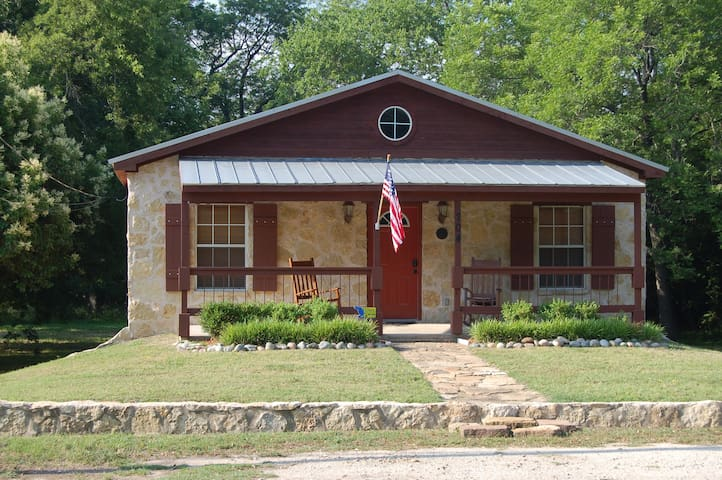 704 NE Barnard St., Glen Rose - near downtown