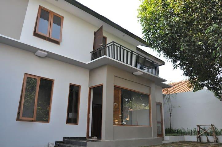 Gandaria Home - South Jakarta - ที่พักพร้อมอาหารเช้า