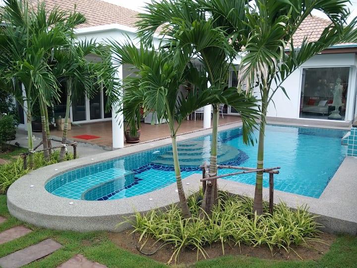 Luxury Contemporary Pool Villa next to Golf Course