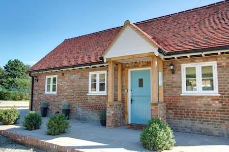 Belle maison de vacances à Linton Kent avec piscine couverte