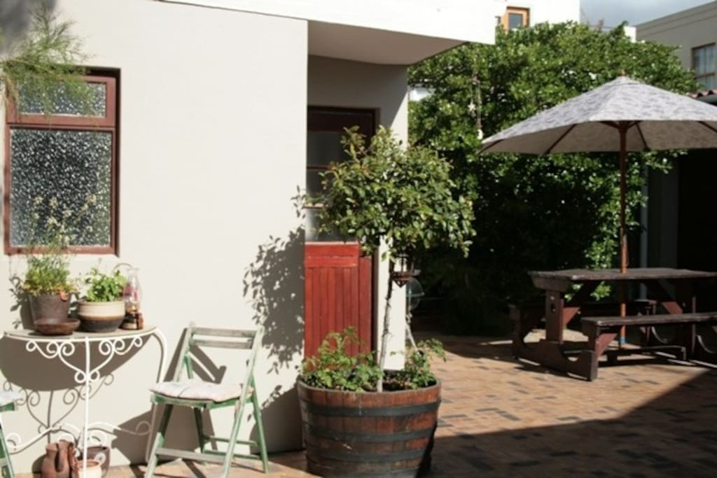 Outside table area and weber braai available for guests.