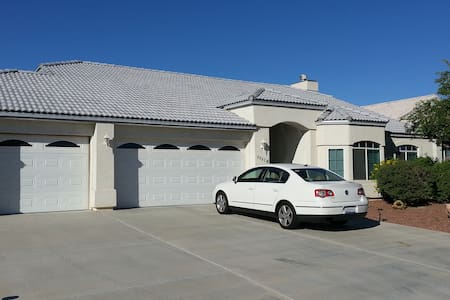 Nicely Furnished 3-Bedroom House - Fort Mohave - Haus