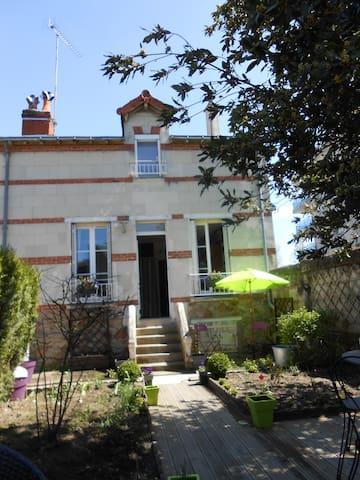 MAISON avec jardin - Saumur Centre - Saumur - House