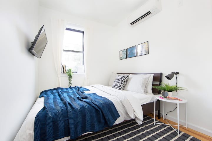 Bright Bedroom in the heart of Bushwick