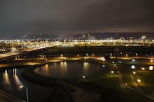 靠近捷運站,河堤夜景全公寓住宿 大臥房+景觀房(含有2房1廳1衛1廚)
