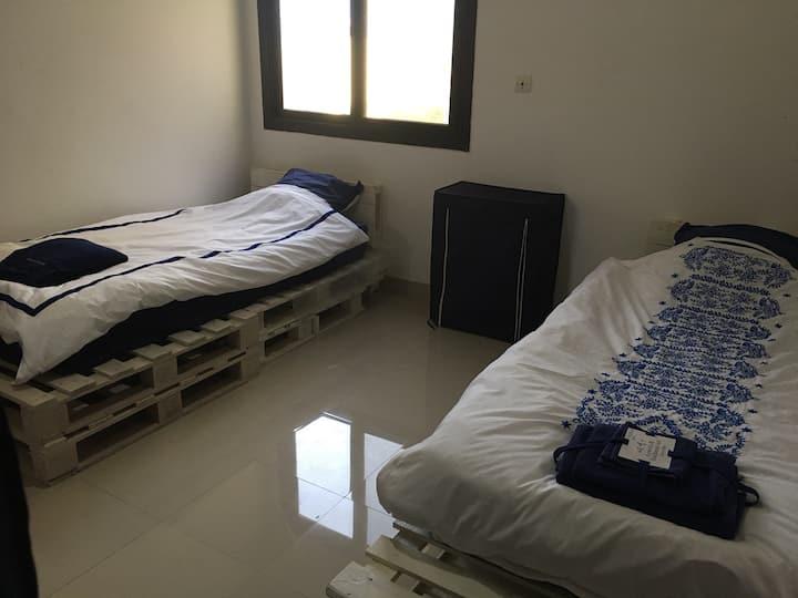 Chambre double avec Sdb dans immeuble gardé