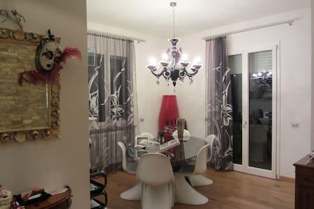 Ampio e lussuoso appartamento con 8 posti letto