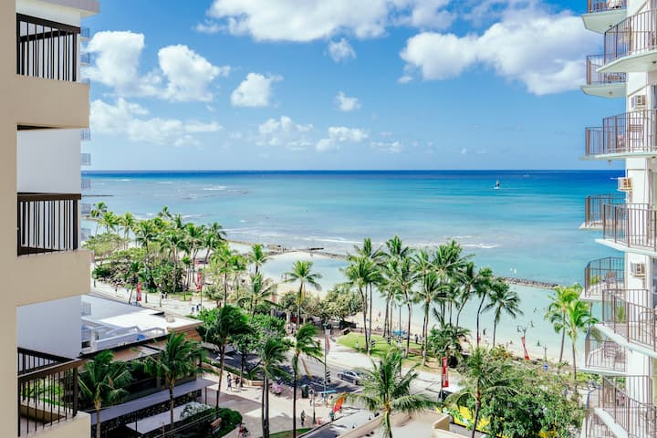 *Professionally Sanitized*Across From Waikiki Beach Free Parking+Full Kitchen - Waikiki Beach Tower Ocean 2 BDR on the 10th Floor