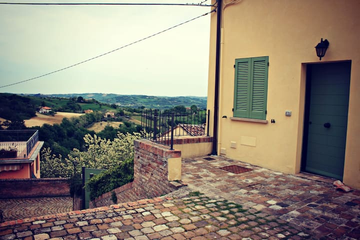 Surrounded by hills near sea Marche - Talamello - บ้าน