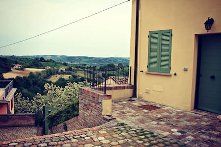 Surrounded by hills near sea Marche - Talamello - Hus