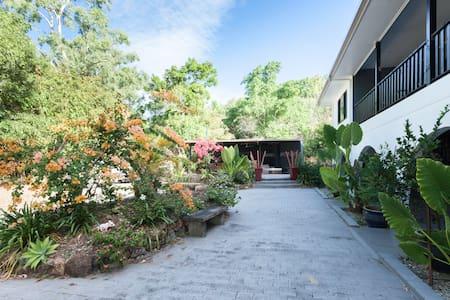 Hartleys Creek Retreat Whole House