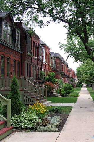 Historic Rowhouse - Parking/Quick Train to Loop - Chicago - House