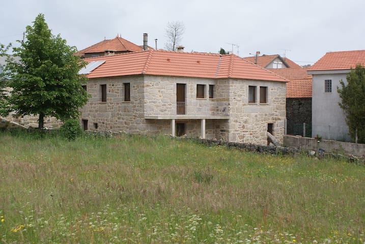 Casa da Fonte - 6 Bedroooms - Castro Laboreiro - บ้าน
