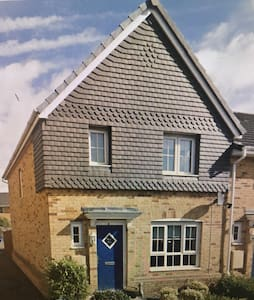 MODERN 3 BEDROOM HOME - Duffryn