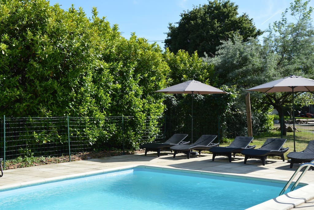Tweepersoonskamer met eigen entree en terras bed breakfasts for rent in rezay centre val de - Zwembad terras outs ...