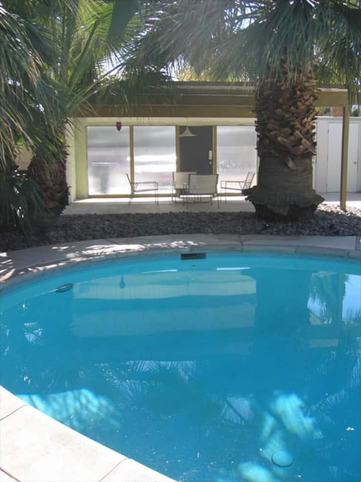 Palm Springs Hideaway w/pool, spa & firepits