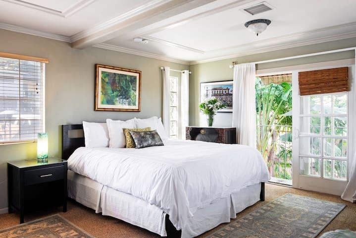 Sunny, Tropical Beach Suite Near LAX and Ocean