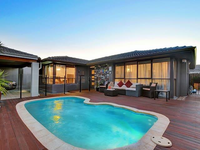 Private Urban Oasis - 7km from Perth CBD