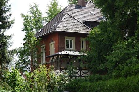Altstadt Soest Jugendstilvilla, zentral & ruhig!! - Soest - Apartamento